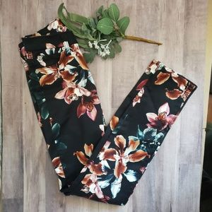 NWOT 7 FaMK floral skinny